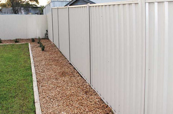 how to cut colorbond fence posts